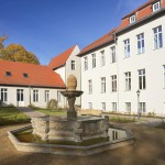 Innenhof Brunnen Herbst